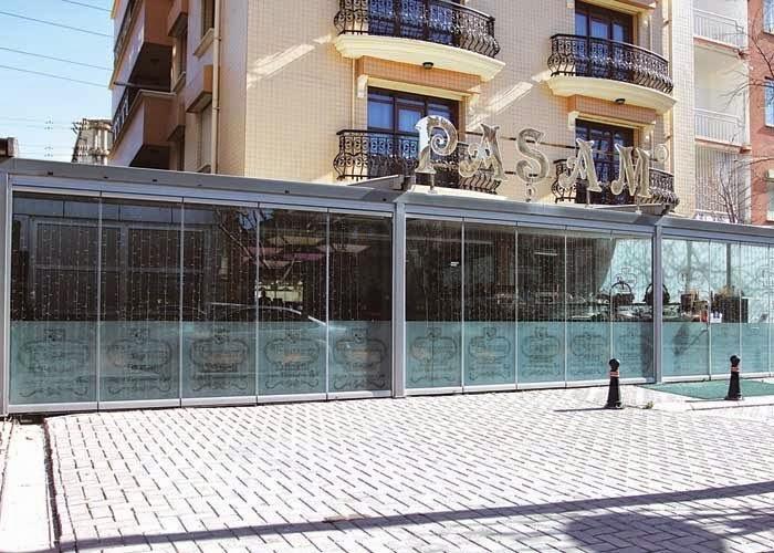 Cerramientos abatibles cortinas de cristal for Cerramientos de jardines fotos